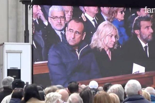 Conti, Clerici e Insinna in prima fila alle esequie di Frizzi