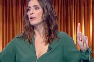 Imbarazzo a 'La prova del cuoco', Elisa Isoardi annuncia Amadeus ma il conduttore non si presenta