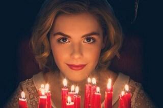 'Sabrina vita da strega' torna in tv ma fa paura: il reboot è un horror vero