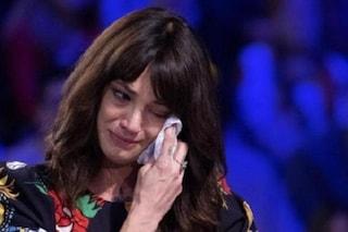 """Asia Argento in lacrime: """"Non ho più forze, ci sono giorni in cui non mi alzo dal letto"""""""