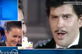 """Roberta Capua scoppia a piangere ricordando Fabrizio Frizzi: """"È difficile parlare di lui"""""""