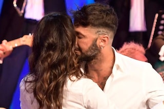 """Fabrizio Corona arrossisce per Belén Rodriguez: """"Le canzoni sui social non sono per Silvia Provvedi"""""""
