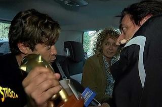 """Riccardo Scamarcio a Valerio Staffelli: """"Se baci Valeria Golino ti arriva il tapiro in testa"""""""