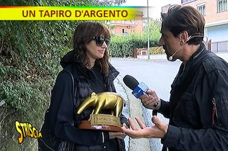 """Tapiro per Asia Argento dopo il caso Jimmy Bennett: """"Posso abbracciarti o dici che ti molesto?"""""""
