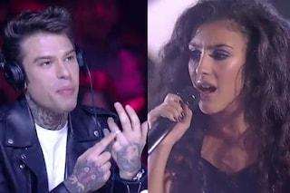 """A 'X Factor 12' Luna stuzzica Fedez: """"Lo sai che ti amo"""", il cantante le mostra la fede"""
