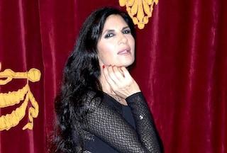 Buon compleanno a Pamela Prati, la primadonna del Bagaglino compie 60 incredibili anni