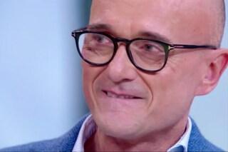 CR4, Alfonso Signorini si commuove in diretta ricordando la sua lotta contro la leucemia