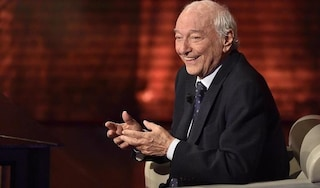 Piero Angela compie 90 anni, telefonata del presidente Mattarella per gli auguri