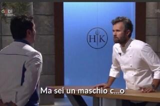 """Chef si commuove in tv, Carlo Cracco: """"Non piangere, sei un uomo!"""" e lo accusano di maschilismo"""
