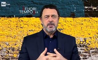 """Maurizio Crozza a Fabio Fazio: """"Buon anno, tra l'altro per te è l'ultimo"""". Poi imita Matteo Salvini"""