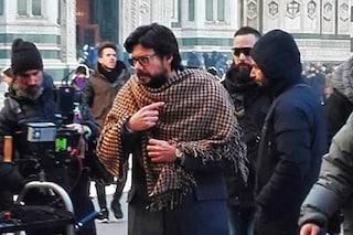 """""""La casa di carta 3"""" a Firenze: i fan lottano contro il freddo per fare foto e selfie"""