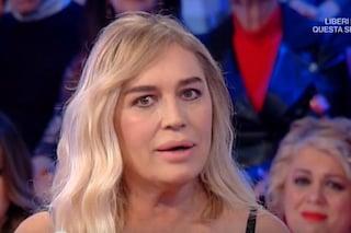 """Lory Del Santo: """"Sono nata in una stalla, a 19 anni fui arrestata"""". Poi piange per il figlio"""