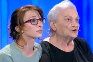 """""""Ora glielo dico che fa schifo!"""": Nonna Maria, a 88 anni, rifiutata dal figlio che ha una nuova vita"""