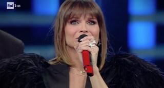 """Alessandra Amoroso canta """"Io che non vivo"""" con Claudio Baglioni nella terza serata di Sanremo 2019"""