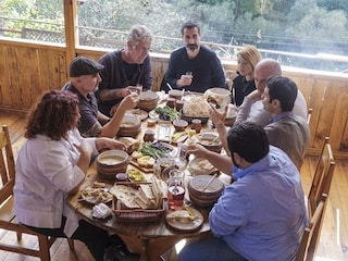 """""""Anthony Bourdain Cucine segrete"""" su LaF, la serie inedita a meno di un anno dalla morte dello chef"""