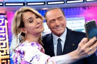 """Barbara D'Urso: """"40 anni fa rifiutai la corte di Silvio Berlusconi"""", Sgarbi aggiunge: """"Era sposato"""""""