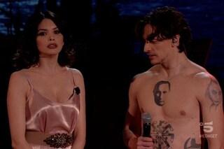 Adrian esalta la libertà, ma sul palco c'è Sergei Polunin con il viso di Putin tatuato sul petto