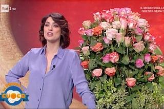 """Elisa Isoardi: """"Complimenti al Governo per quello che sta facendo per i pastori"""", poi riceve le rose"""