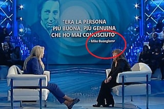 """Che gaffe a Domenica In, il nome di Mike Bongiorno è scritto sbagliato: """"Buongiorno"""""""