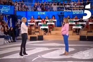 Il video Promo di 'Non Mentire' è un assist di Maria De Filippi durante Amici