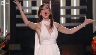 Sanremo 2019, Virginia Raffaele canta Mamma di Claudio Villa