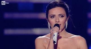 """Serena Rossi canta """"Almeno tu nell'Universo"""", Mia Martini rivive al Festival di Sanremo"""