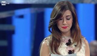 """Virginia Raffaele legge il testo di """"Oltre la collina"""", una delle prime canzoni di Mia Martini"""