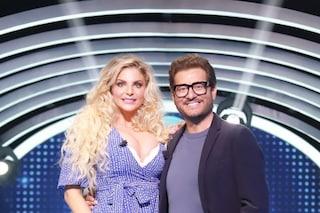 """Torna """"Guess My Age"""" su TV8, dieci ospiti vip per il game show Enrico Papi"""