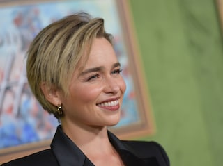 """Emilia Clarke ha avuto due aneurismi cerebrali: """"Ora sto bene, ma ho rischiato di morire"""""""