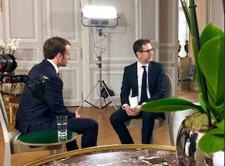 Fabio Fazio ha dovuto spiegare chi ha pagato i biglietti per andare a intervistare Macron