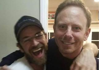 """Morto Luke Perry, Ian Ziering saluta Dylan McKay: """"Dio riservagli un posto vicino a te"""""""