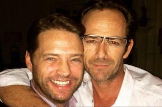 """Jason Priestley saluta Luke Perry, il ricordo di Brandon: """"Una luce che si è spenta troppo presto"""""""