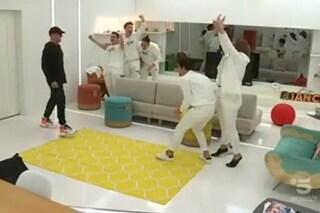 """""""Sono il direttore artistico!"""": la reazione della squadra bianca di Amici di fronte a Ricky Martin"""