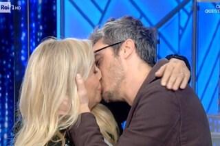 """Pif bacia Mara Venier in diretta, lei lo boccia: """"Sei di legno"""""""