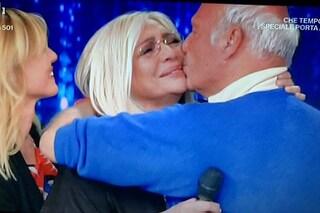 """Mara Venier in lacrime con il marito e i figli chiude Domenica In: """"È stata l'edizione più bella"""""""