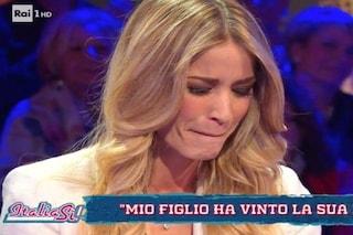 """Elena Santarelli piange in tv dopo la guarigione del figlio: """"È un pianto liberatorio, sono stanca"""""""
