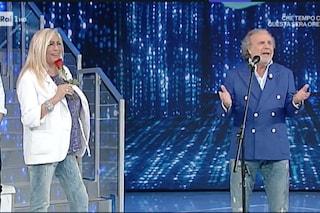 """'Domenica In' Jerry Calà sorprende Mara Venier con una rosa rossa, lei lo gela: """"Sei ingrassato"""""""