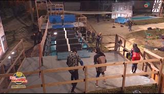 Ciao Darwin 8 mostra il gioco dei rulli dopo l'incidente, tagliato il momento della caduta