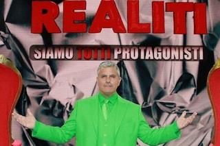 Realiti di Enrico Lucci slitta in seconda serata, dimezzata la durata e saltata la diretta
