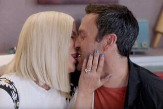 Il bacio tra David e Donna infiamma i fan, sta tornando Beverly Hills 90210