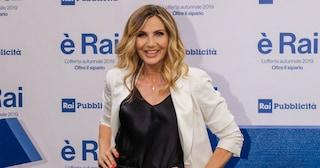 """Reazione d'orgoglio di Lorella Cuccarini, """"Grand Tour"""" chiude con ascolti in crescita"""