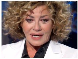 """Eva Grimaldi in lacrime: """"Facevo la benzinaia ero dislessica e balbuziente"""""""