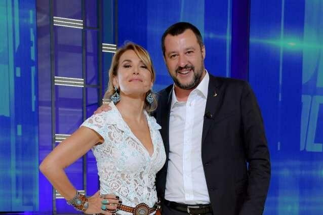"""Salvini contro tutti Matteo Salvini , resa dei conti in diretta a """"Live – Non è la d'Urso"""""""