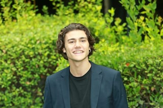 Chi è Vittorio Magazzù: attore e volto di Leonardo, figlio di Rosy Abate nella fiction