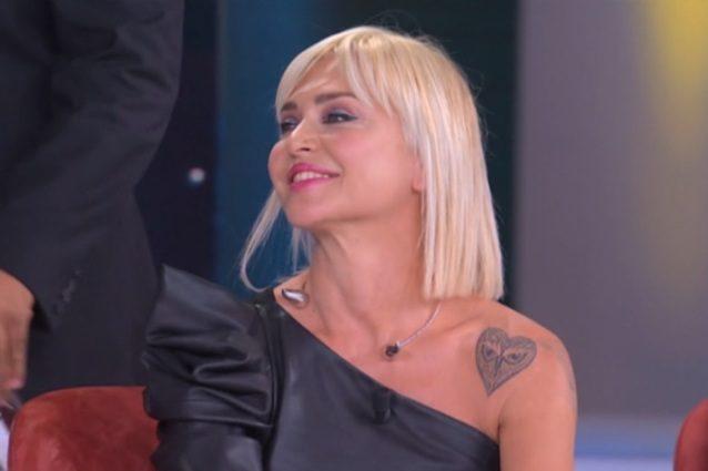 Paola Barale: la battutina in tv sul suo ex Gianni Sperti
