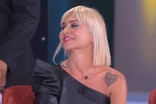"""Gianni Sperti nominato di fronte a Paola Barale, lei: """"All'epoca lui non aveva l'estetista"""""""