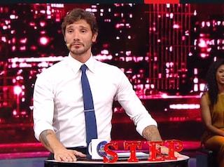 """Stefano De Martino convince a """"Stasera tutto è possibile"""", Rai2 ha creato un conduttore """"pop"""""""