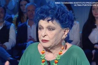 """Lucia Bosé: """"Porto i capelli blu per mia nipote e perché sogno sempre di essere diversa"""""""