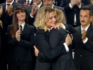 Omaggio a Nadia Toffa: l'abbraccio tra Simona Ventura e Alessia Marcuzzi seppellisce gli screzi