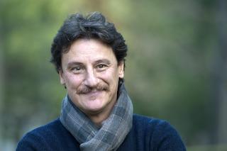 """Giorgio Tirabassi è stato dimesso dopo l'infarto, i medici: """"È in ottime condizioni"""""""